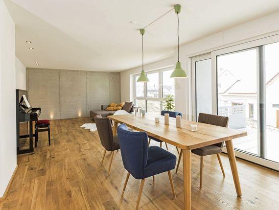 parkett versiegeln so wird der boden wieder wie neu ratgeberzentrale. Black Bedroom Furniture Sets. Home Design Ideas