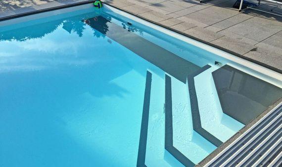 gr nes wasser im pool 4 tipps f r ein kristallklares badevergn gen ratgeberzentrale. Black Bedroom Furniture Sets. Home Design Ideas