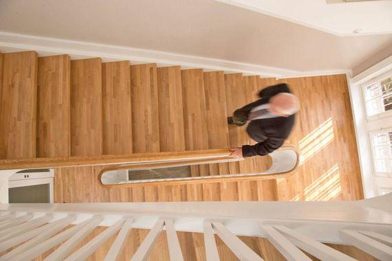 Holz Ist Der Klassiker Bei Treppenbelägen Und Beliebt Bei Hausbesitzern,  Die Ihr Treppenhaus Neu Gestalten Möchten.