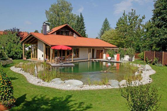 Wer Den Garten Mit Wasser Gestalten Möchte, Hat Verschiedene Möglichkeiten.  Foto: Djd/dgfnb.de/Schleitzer Baut Gärten
