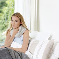 5 tipps was bei halsschmerzen hilft ratgeberzentrale. Black Bedroom Furniture Sets. Home Design Ideas
