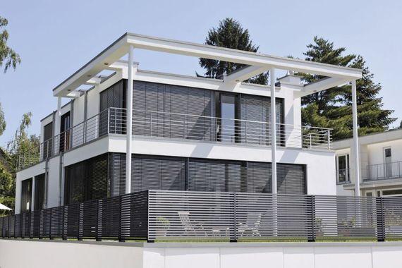 zaun und sichtschutz 6 tipps f r hausbesitzer. Black Bedroom Furniture Sets. Home Design Ideas