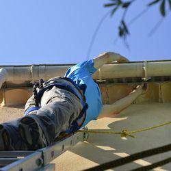 so reparieren sie ihre dachrinne in 4 schritten einfach. Black Bedroom Furniture Sets. Home Design Ideas