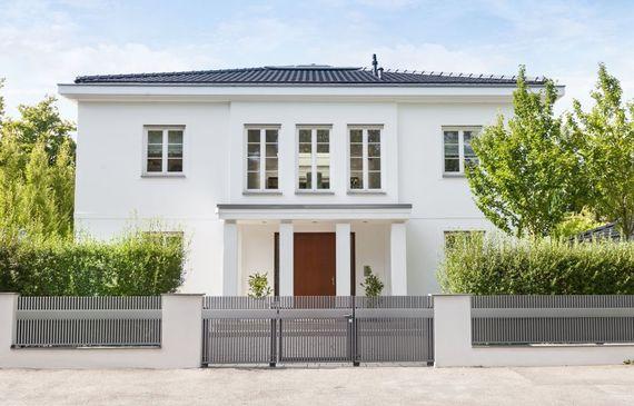 zaun und sichtschutz 6 tipps f r hausbesitzer ratgeberzentrale. Black Bedroom Furniture Sets. Home Design Ideas