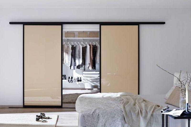 Schrank verschönern  Kleiderschrank verschönern: 4 Tipps für neue Schiebetüren ...