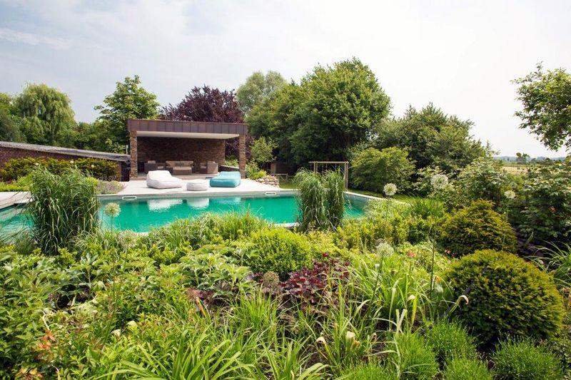 schwimmteich planen 6 vorteile beim badespa ohne chlor ratgeberzentrale. Black Bedroom Furniture Sets. Home Design Ideas