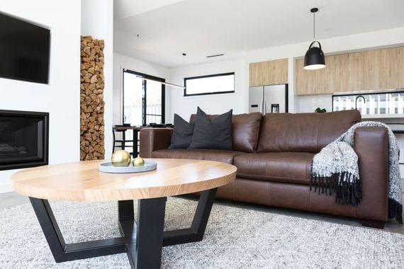 pflege f r lederm bel mit diesen 4 pflege tipps bleiben. Black Bedroom Furniture Sets. Home Design Ideas