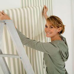 richtig tapezieren und die 5 h ufigsten fehler vermeiden ratgeberzentrale. Black Bedroom Furniture Sets. Home Design Ideas
